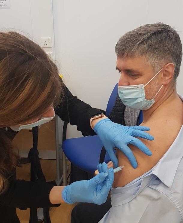 Украинский посол в Британии привился от COVID-19 вакциной AstraZeneca