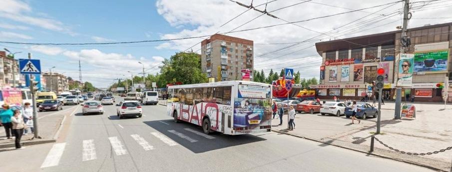 В Омске у «Кристалла» сбили девушку, которая переходила дорогу на «красный» #Новости #Общество #Омск