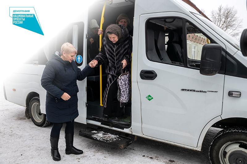 Жителей омских сел возят на прививки от ковида #Омск #Общество #Сегодня