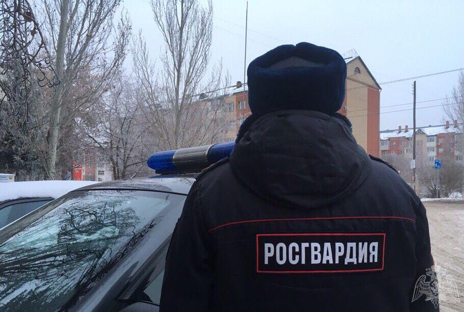 Омские росгвардейцы приехали в бар и остудили пыл мужчины #Омск #Общество #Сегодня