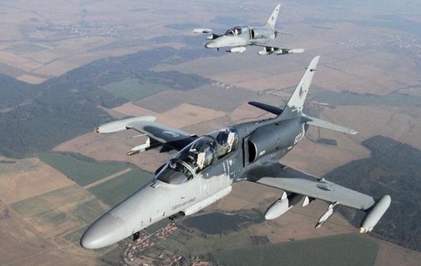 """Самолет ВВС Чехии """"потерял"""" крышку кабины во время учений"""
