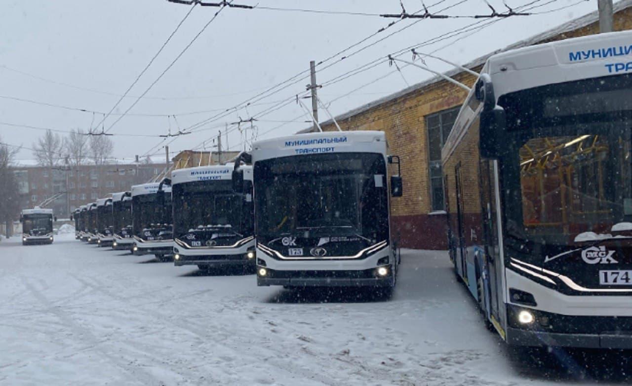 До Омска довезли все новые троллейбусы, несмотря на гололед и снег #Омск #Общество #Сегодня