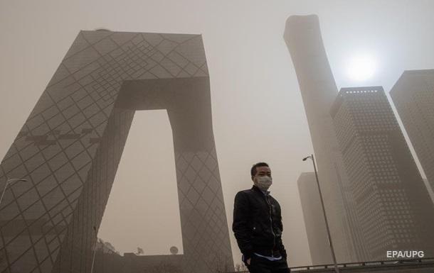 На Пекин обрушилась вторая за месяц песчаная буря