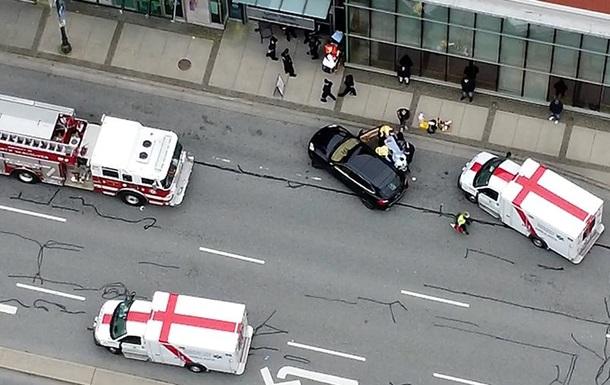 Злоумышленник изрезал несколько человек в библиотеке в Канаде