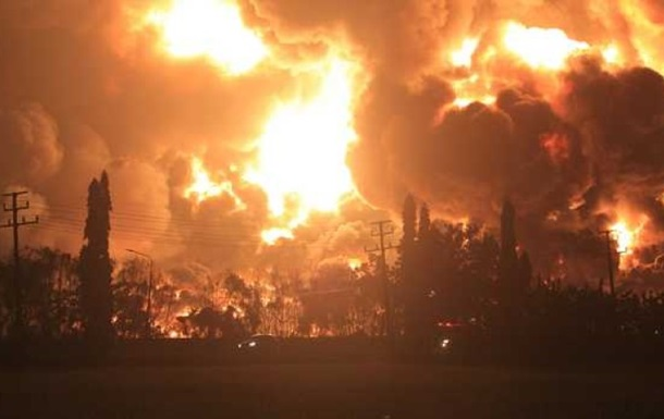 Из-за пожара на НПЗ в Индонезии эвакуированы около тысячи человек