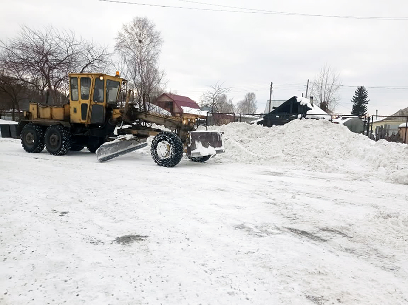В Омской области продолжается расчистка автостанций от снега