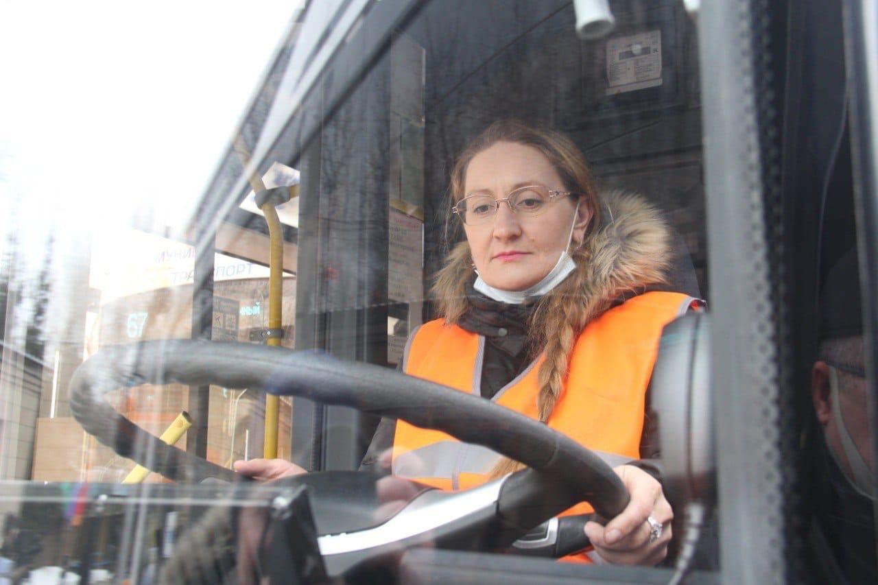 Водителям троллейбусов в Омске обещают зарплату до 50 тысяч #Омск #Общество #Сегодня