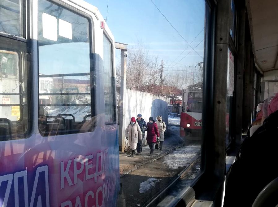 В Омске один и тот же трамвай дважды сошел с рельсов #Новости #Общество #Омск