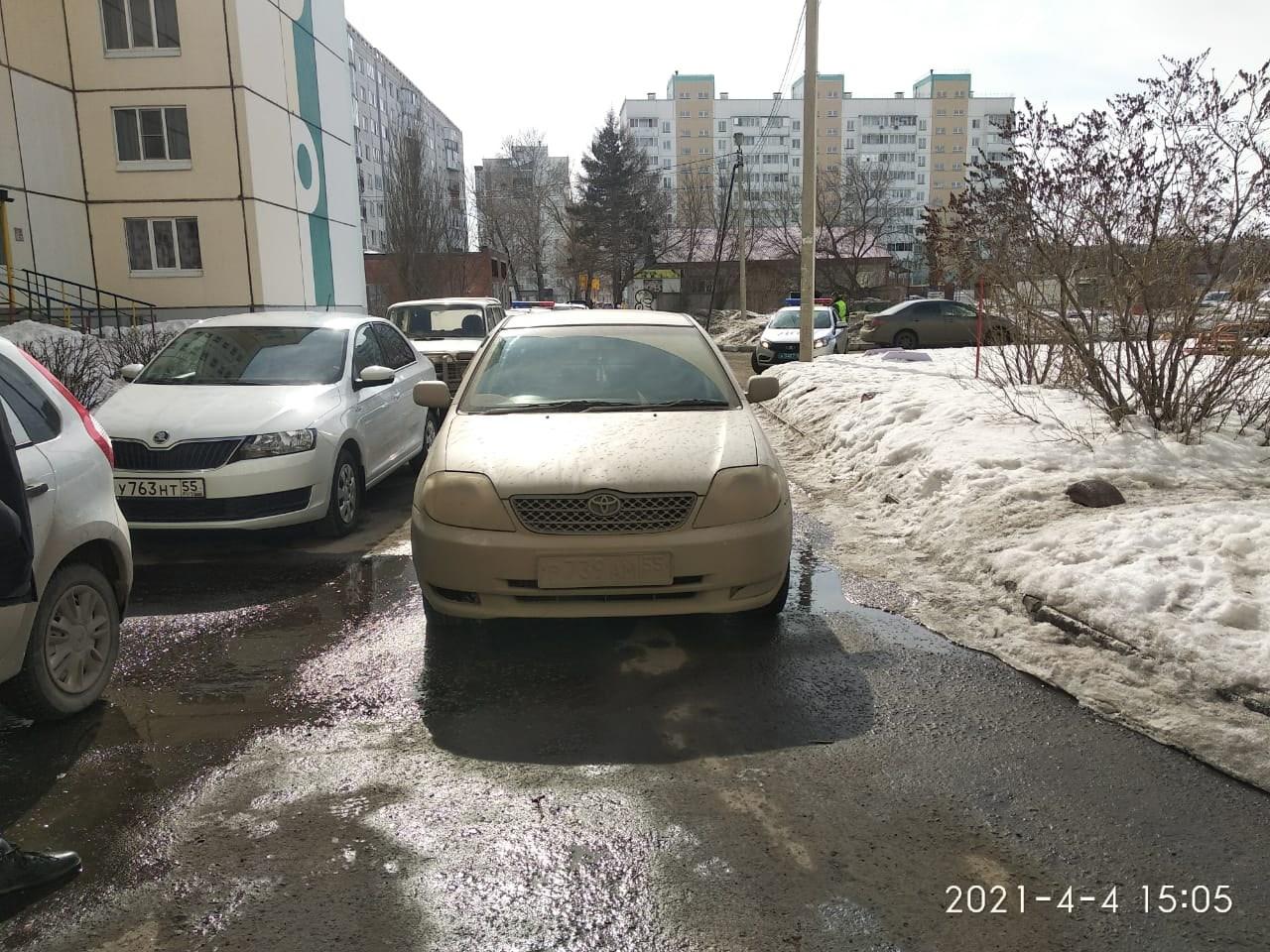 Омич на «тойоте» сбил ребенка во дворе многоэтажки #Омск #Общество #Сегодня