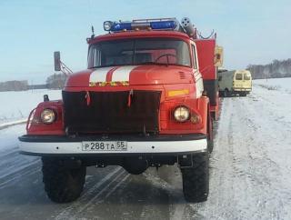 Омские пожарные не смогли проехать к горящей бане и тушили ее снегом #Новости #Общество #Омск