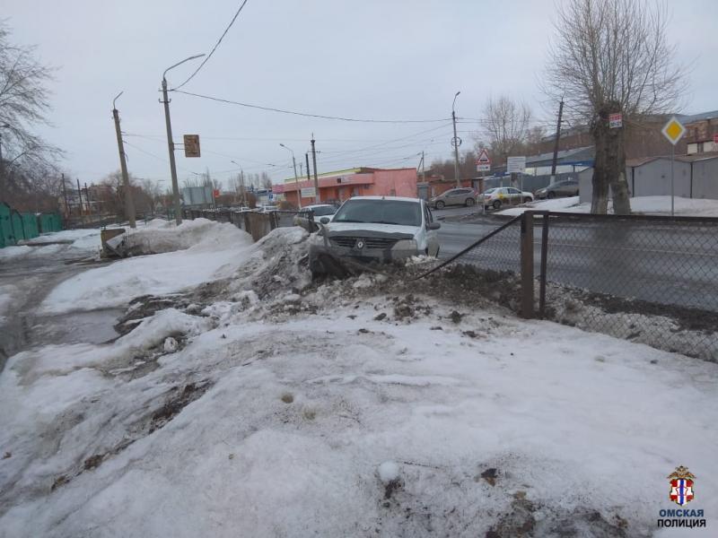 Двое омичей помогли задержать пьяного водителя: он пытался сбежать после ДТП #Омск #Общество #Сегодня