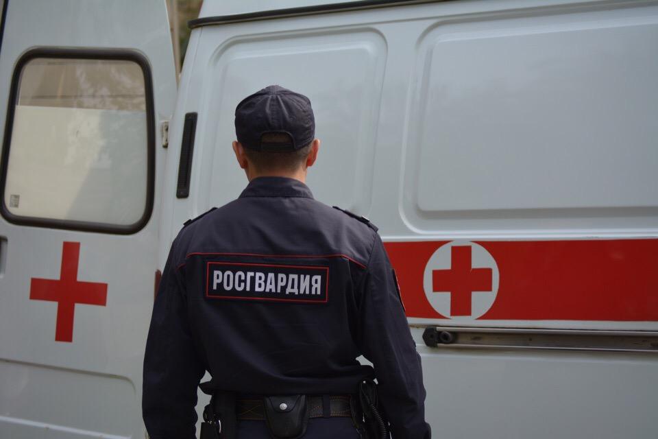 Омские росгвардейцы успокоили мужчину, который не хотел садиться в карету #Омск #Общество #Сегодня