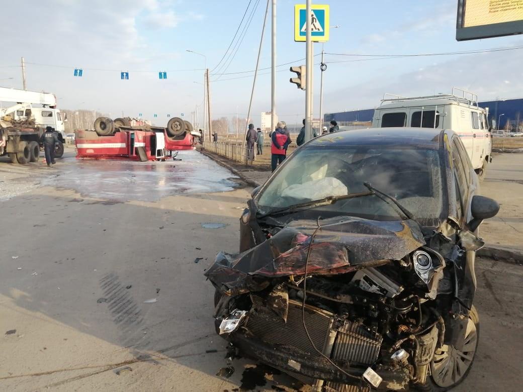 В ДТП с пожарной машиной у омской «Меги» пострадал 7-летний мальчик #Омск #Общество #Сегодня