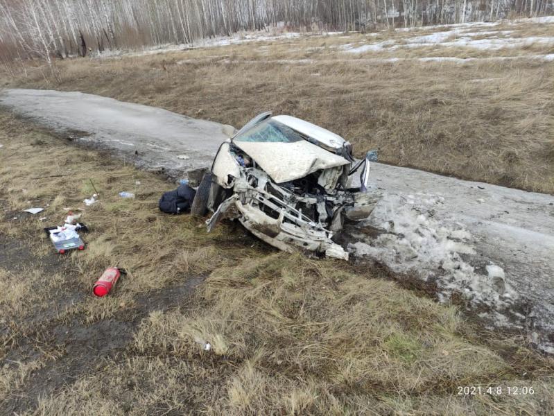 На омской трассе легковушка въехала в АС-машину: трое в больнице #Новости #Общество #Омск