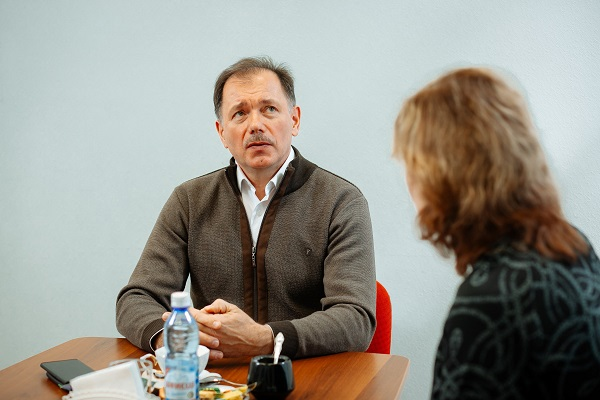 Павел Кручинский считает, что Фадина смягчила обстановку в Омске