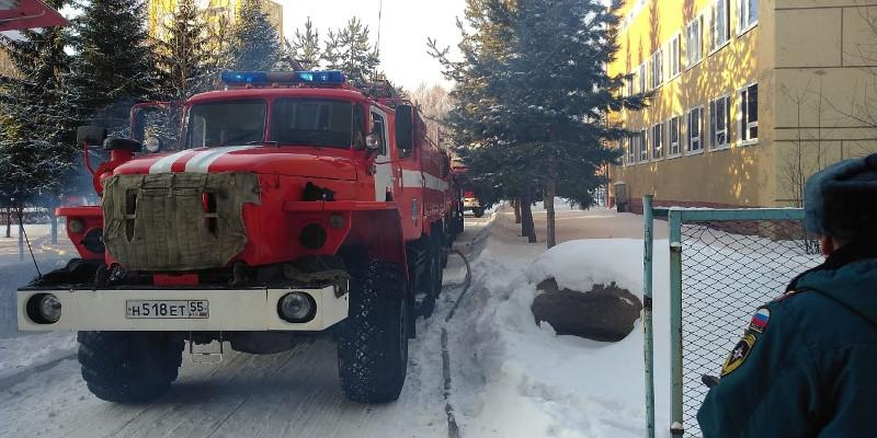 Из-за пожара в омской школе эвакуировали 840 детей #Новости #Общество #Омск