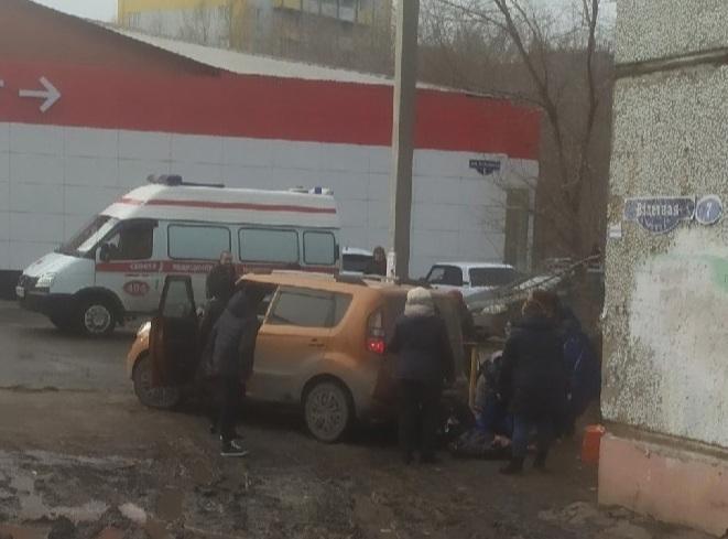 Омичка ехала задним ходом на иномарке и переехала подростка #Новости #Общество #Омск