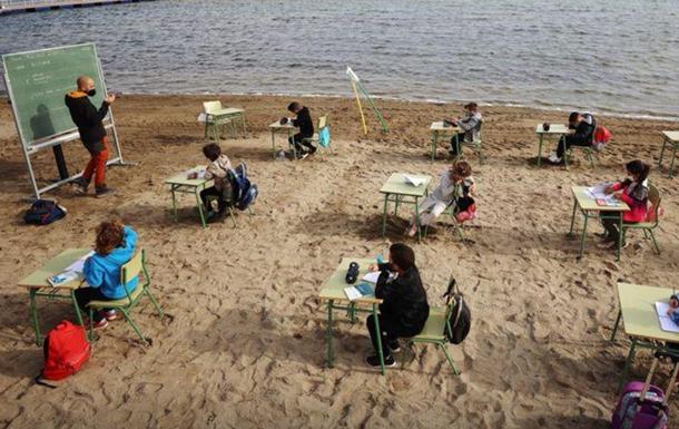 Одна из школ в Испании проводит уроки на пляже