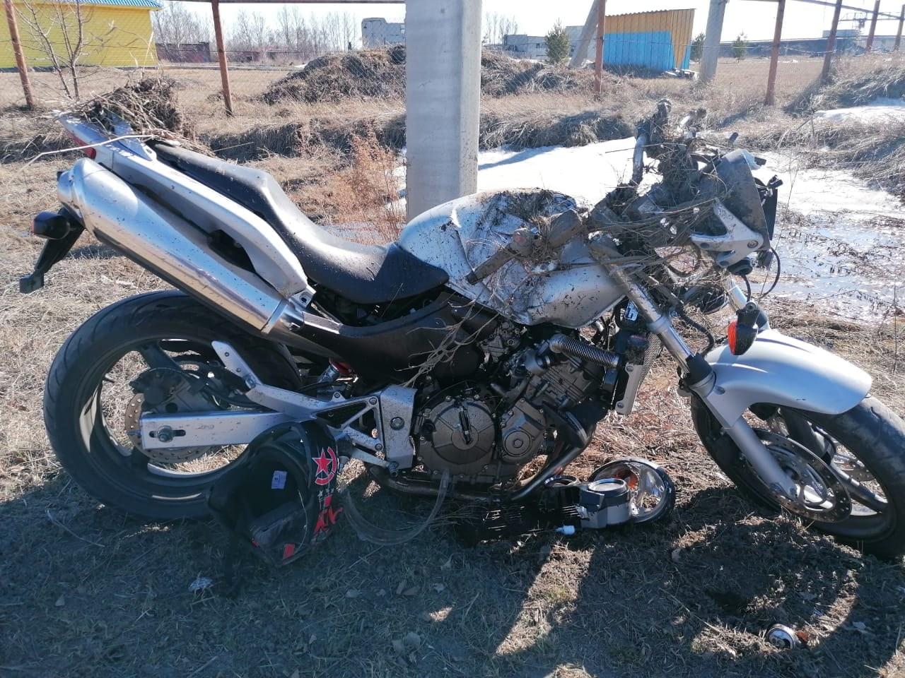 В Омской области мотоциклист ударился о столб, оказавшийся на его пути #Новости #Общество #Омск