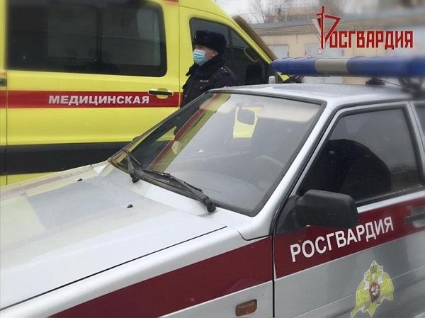 Омич взял нож и пошел в больницу за результатами анализов #Новости #Общество #Омск