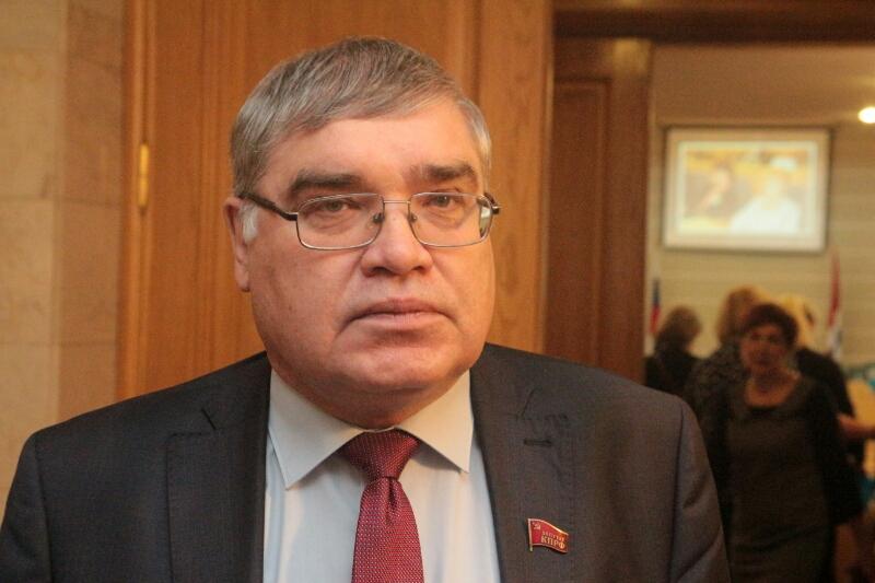 Алехин заявил, что омские коммунисты вбили клин единороссам, проголосовав против Федотова #Омск #Общество #Сегодня