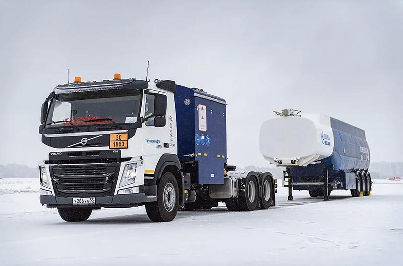 В Омске успешно испытали новый топливозаправщик