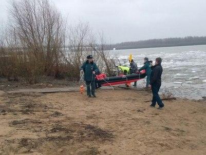 Женщина упала с Ленинградского моста и на льдине проплыла до Омской крепости #Омск #Общество #Сегодня