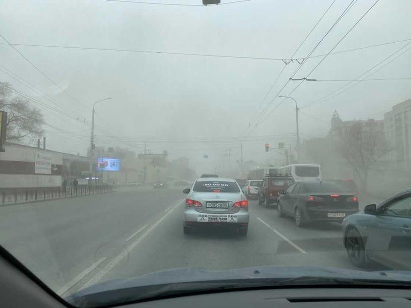 На Омск обрушился сильный ветер с пыльной бурей #Омск #Общество #Сегодня