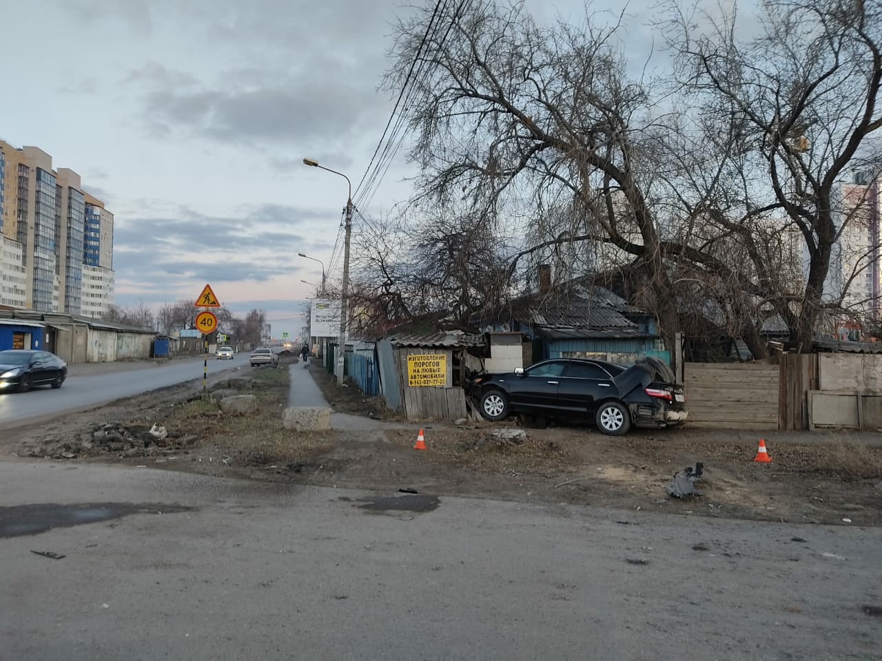 Омич на «тойоте» снес забор и отказался признавать себя пьяным #Новости #Общество #Омск