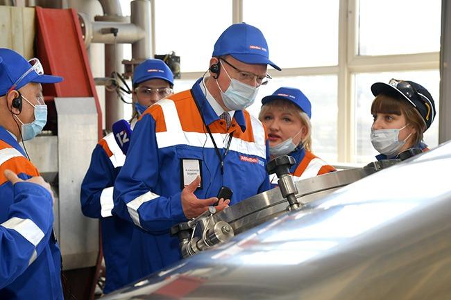 Бурков съездил на пивзавод, который дает в бюджет 7 млрд
