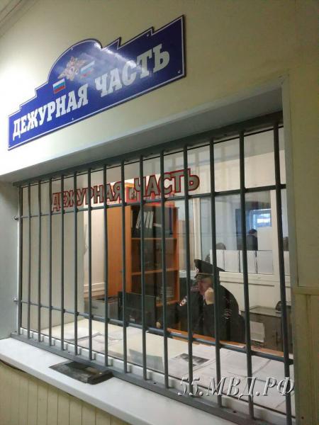 Житель Омской области, сорвавший с полицейского погоны, может сесть на 5 лет #Омск #Общество #Сегодня