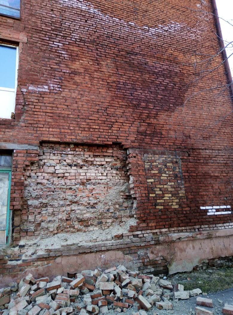 В Омске ночью обрушилась часть стены многоэтажки #Новости #Общество #Омск