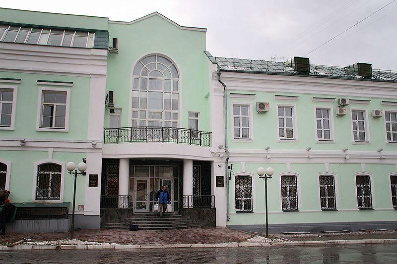 Юный омич принес «прокурору» букет цветов, но мужчина к нему не вышел #Новости #Общество #Омск