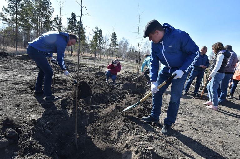 Омичи привели в порядок территорию будущего сквера 75-летия Победы #Омск #Общество #Сегодня