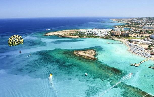 Кипр снимает ограничения на въезд для вакцинированных туристов