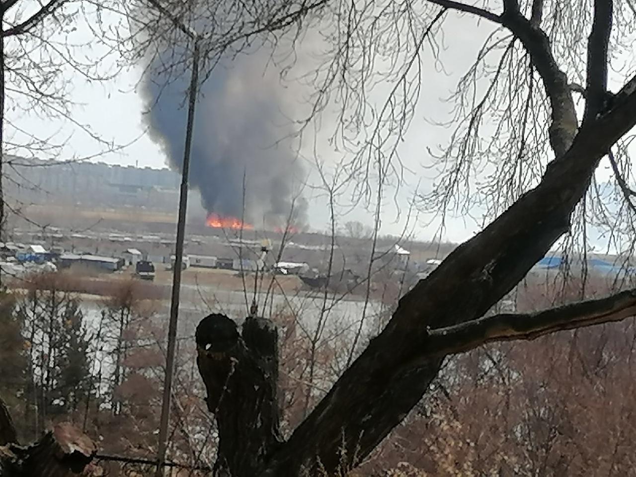 Сотни омских пожарных каждый день борются с возгоранием сухой травы #Омск #Общество #Сегодня