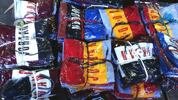 В Омскую область массово везут контрафактные толстовки, носки и костюмы #Омск #Общество #Сегодня