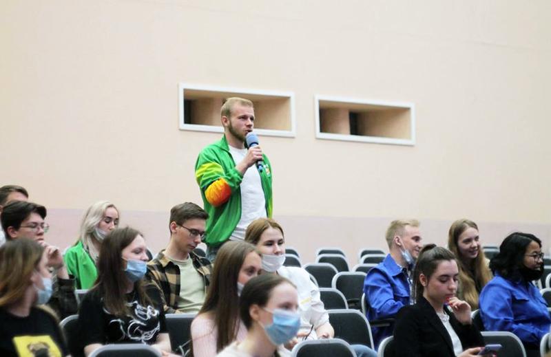 Дрофа рассказал студентам ОмГАУ, что работает по 14 часов, а отдыхает в компании лошадей #Новости #Общество #Омск