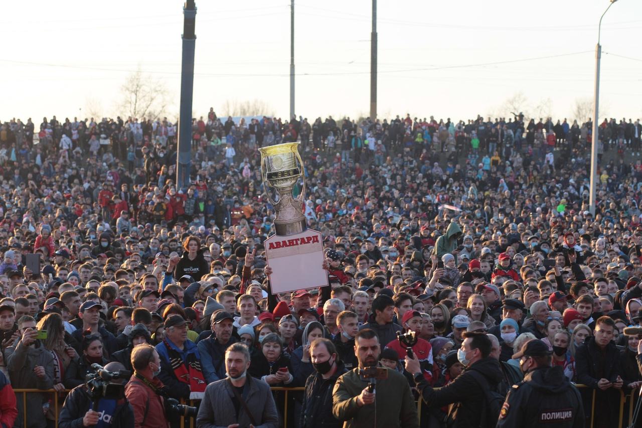 На чествование «Авангарда» и встречу команды пришли около 20 тысяч омичей #Новости #Общество #Омск