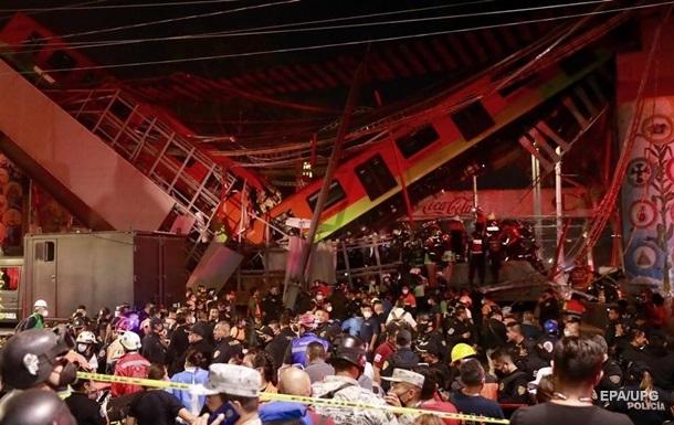 В Мехико мост рухнул под поездом, 15 жертв