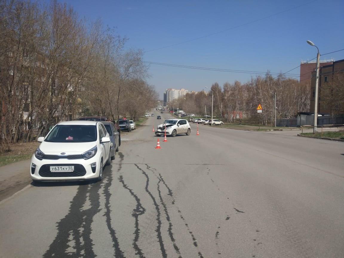 В Омске столкнулись 4 машины, а пострадал пожилой пешеход #Новости #Общество #Омск