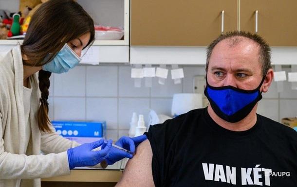 В ЕС первая страна вакцинировала более 50% населения