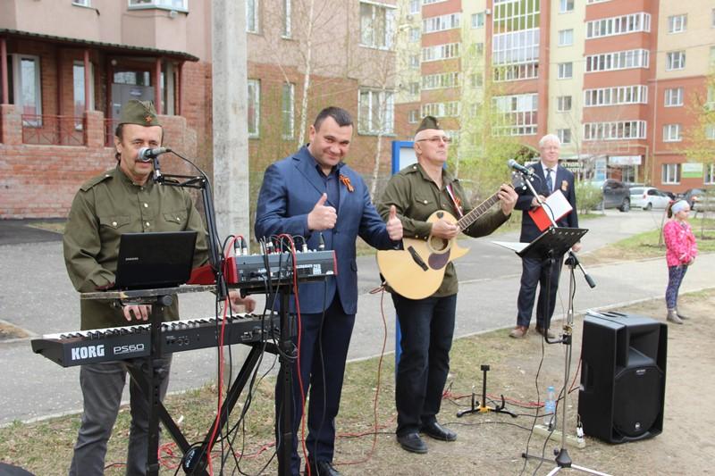 В омских дворах начали работать фронтовые бригады #Омск #Общество #Сегодня