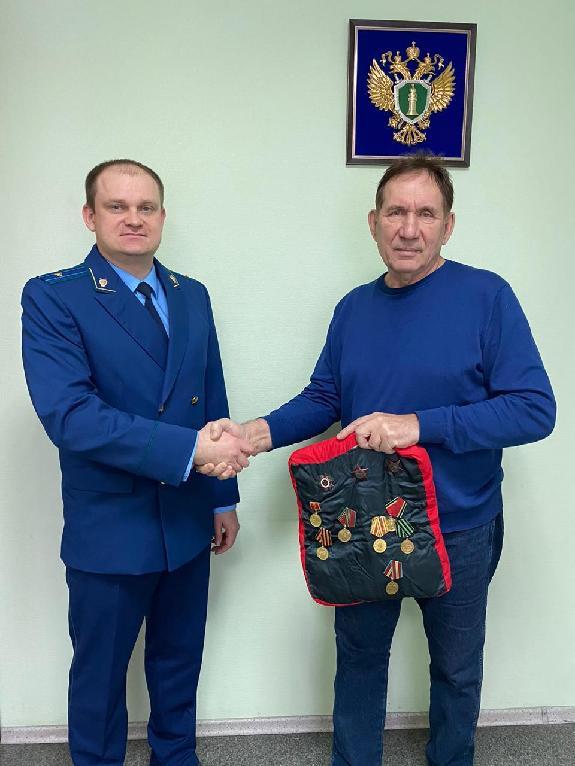 У дороги под Омском нашли ордена и медали умершего ветерана #Омск #Общество #Сегодня