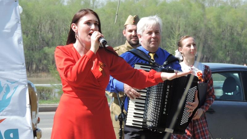 Во дворах омских ветеранов прошли концерты и парады #Омск #Общество #Сегодня