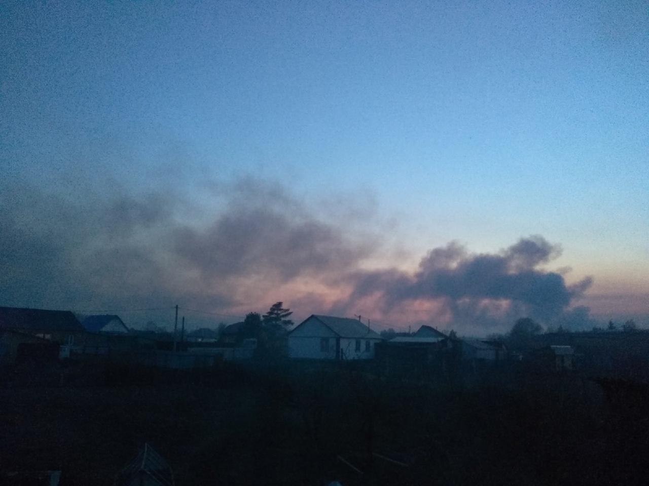 На севере Омской области полыхает огромный лесной пожар: огонь подбирается к Муромцево #Омск #Общество #Сегодня