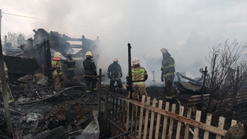В Омске ночью сгорели три жилых дома #Омск #Общество #Сегодня