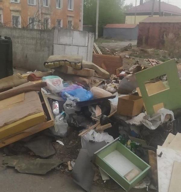 Месячник чистоты в Омске закончился, а горы мешков с мусором остались #Омск #Общество #Сегодня