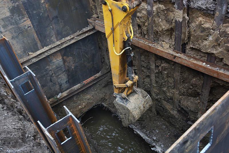 На улице Волховстроя полным ходом реконструируют канализационный коллектор #Новости #Общество #Омск