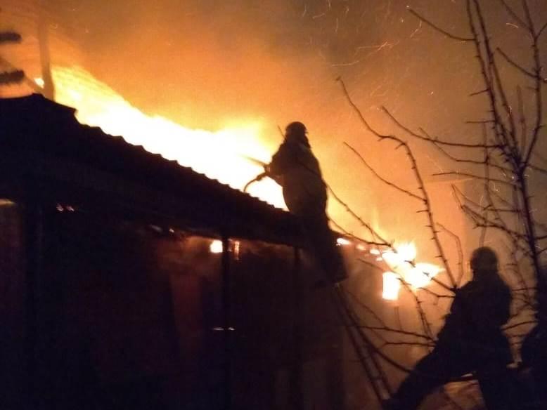 На дачах в Омске сгорели баня и 3 сарая #Новости #Общество #Омск